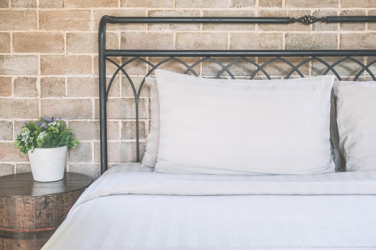 Come Posizionare I Cuscini Sul Letto.Rifare Il Letto In Hotel 5 Mosse Per Un Risultato Perfetto